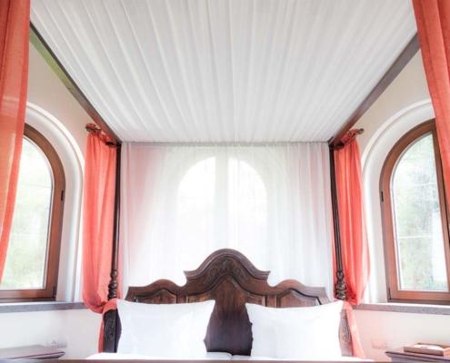 Nahaufnahme des Suite-Bettes im Hotelturm
